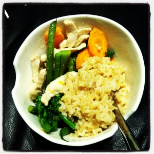Being healthy with a homemade green chicken curry with veggies and brown rice
